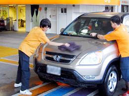 陽光提供專業加油、洗車美容等全套專業服務
