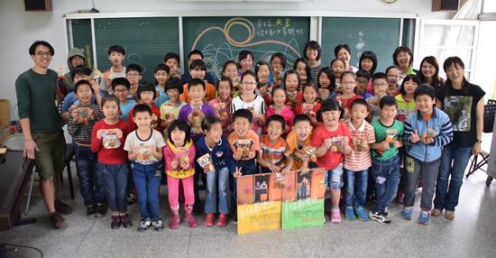 行深工作室深入台灣各地學校進行公益藝術推廣。