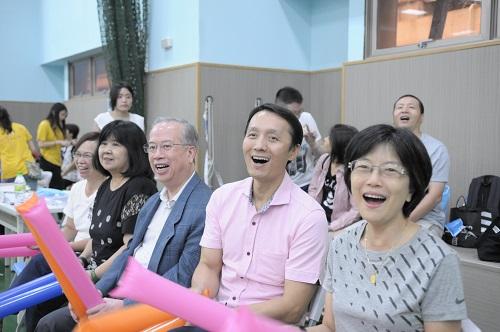 大金空調總經理王玄郎(右三)、廣宣處長黃海清(右二)出席活動為八仙傷友加油