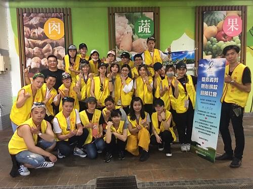熱情的in circle 夥伴在花蓮重慶市場合影