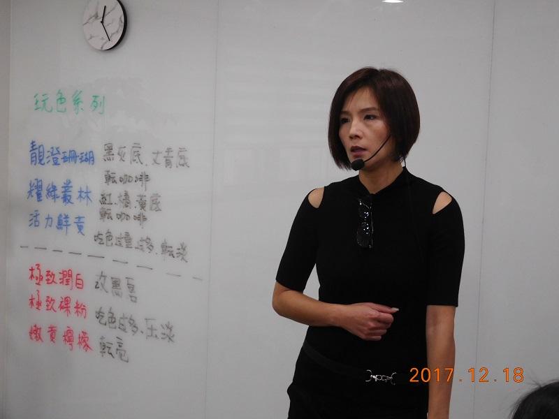王于綸老師不只服務有需要的傷友,也傳授有志於此的傷友眉、眼、唇重建技術。